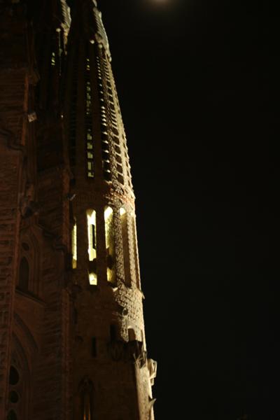 La Sagrada Familia spire at night