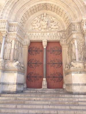Church doors in Place de la République