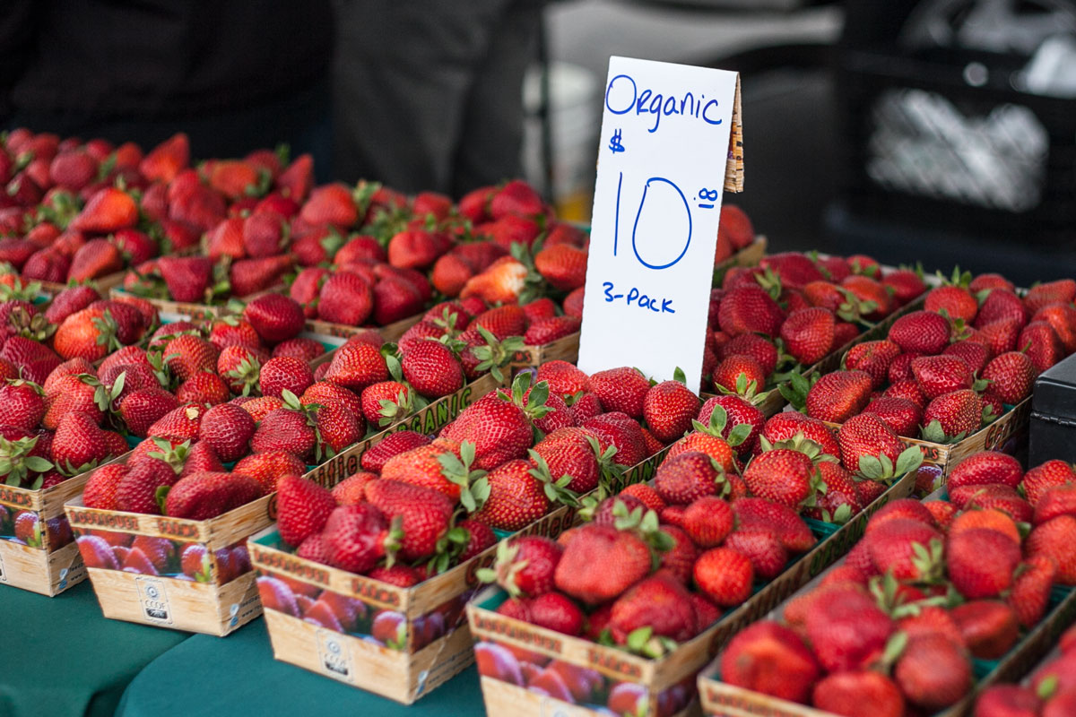 Napa-Farmers-Market_strawberries
